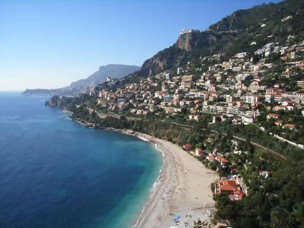 Vue a rienne sur la plage du golfe bleu roquebrune - Roquebrune cap martin office du tourisme ...